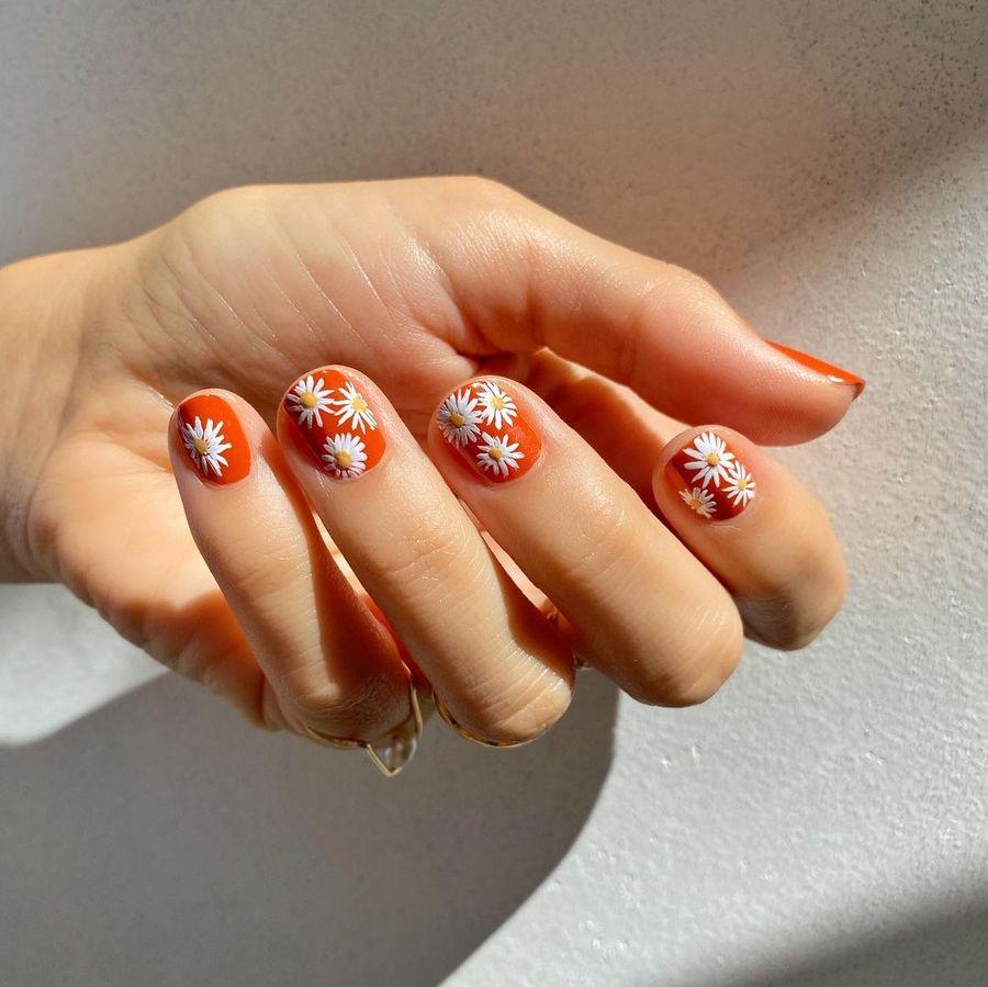 Cute short red daisy nails