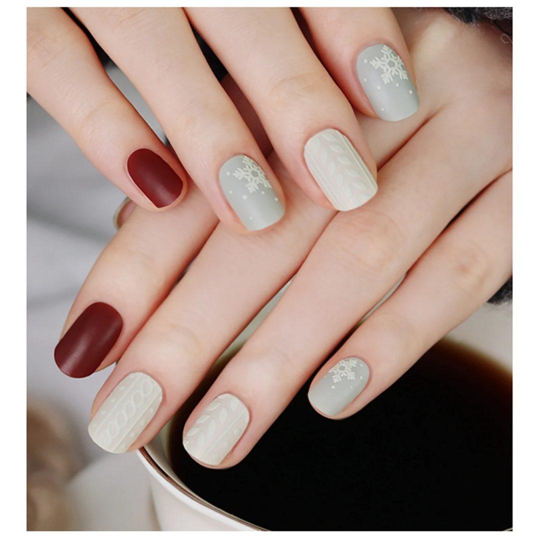 Snowflake nail wraps
