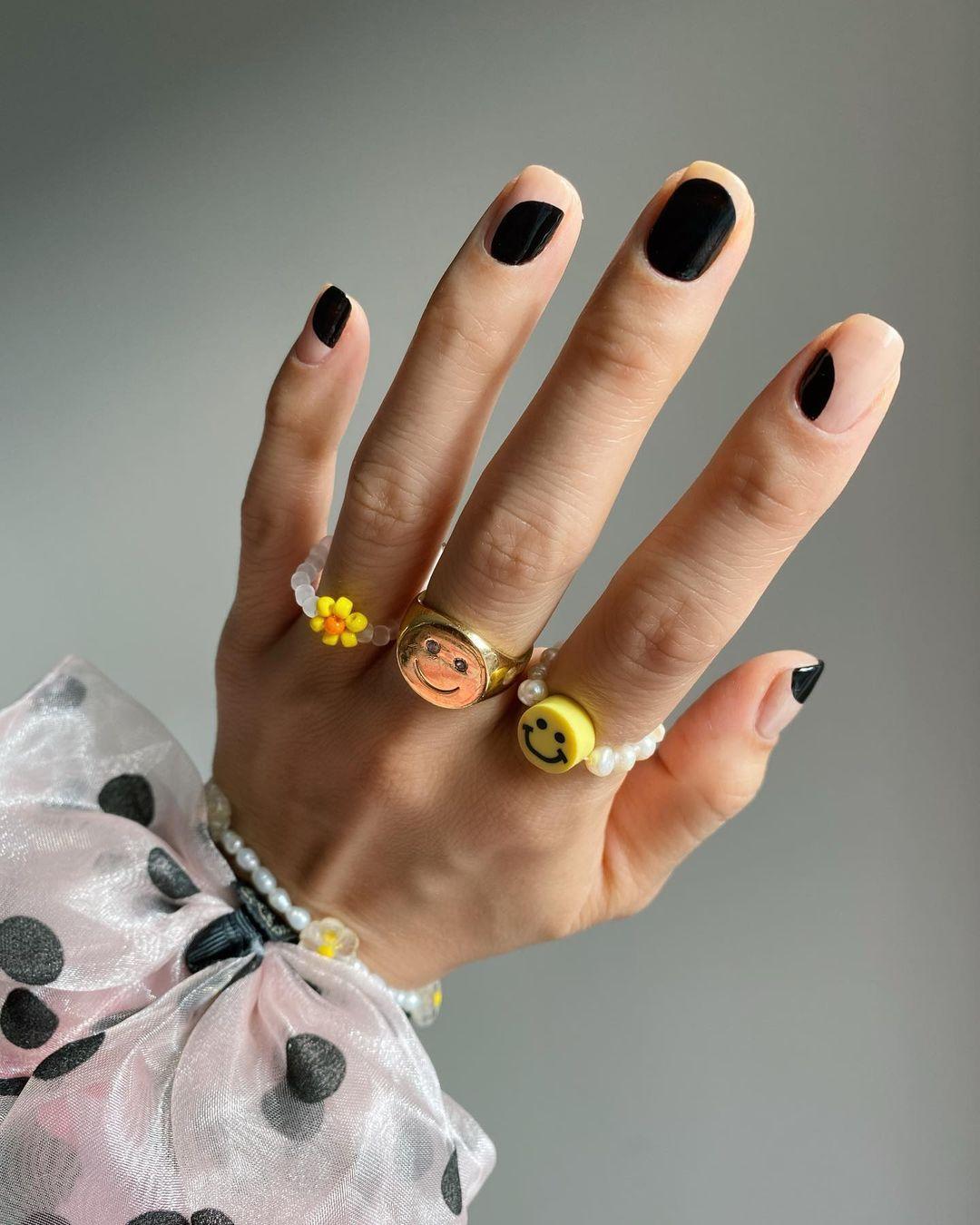 Black simple minimalist nails