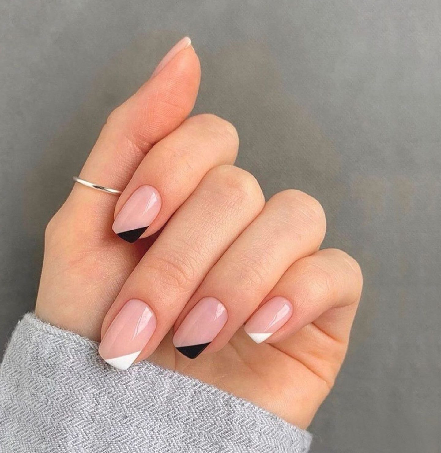 Short simple and minimalistic black and white nails