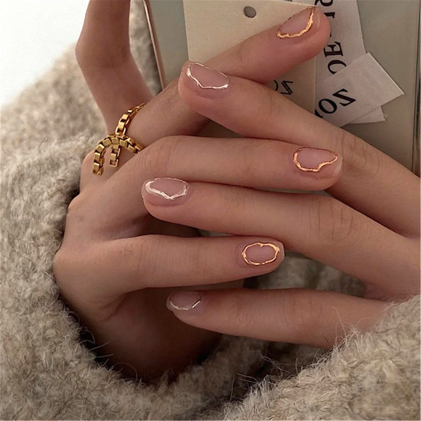 Short and simple gold nails