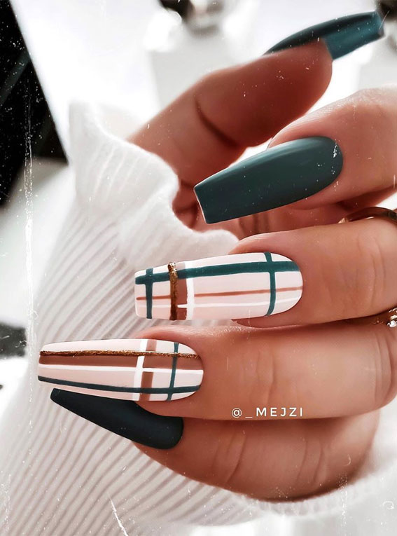 Pretty Burberry inspired plaid nails