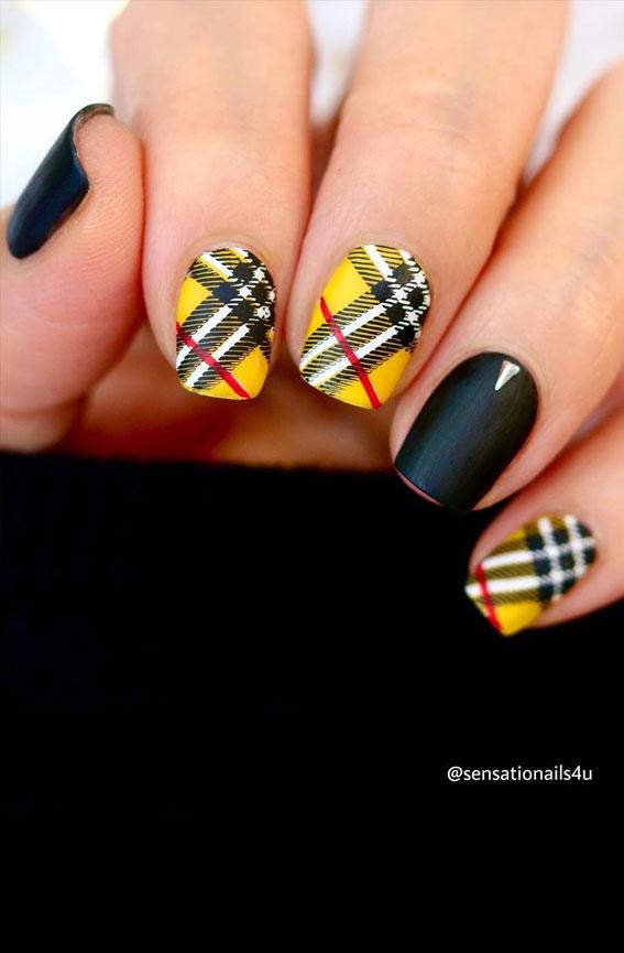 Short black and yellow plaid nails