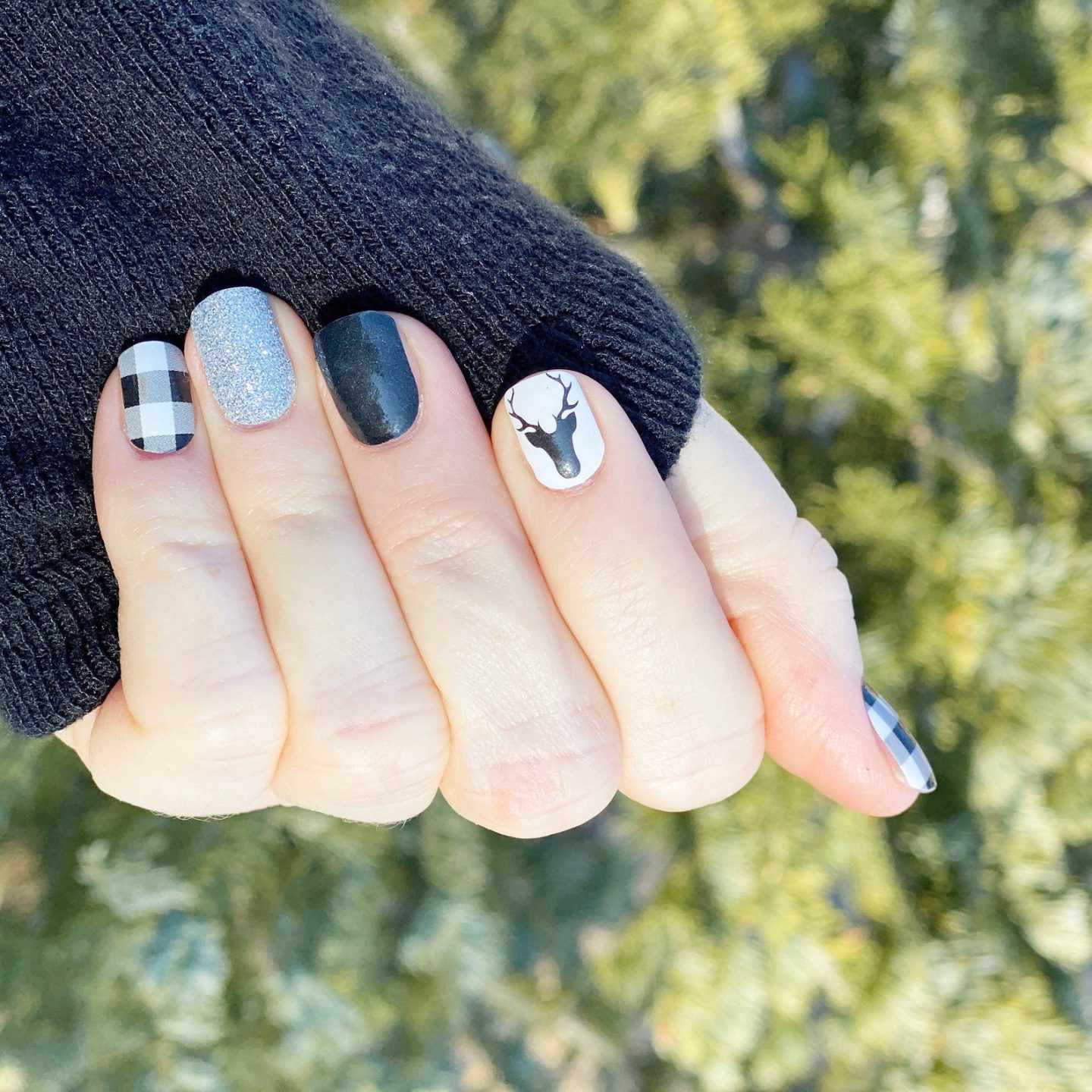 Short cute buffalo plaid nails in black and white