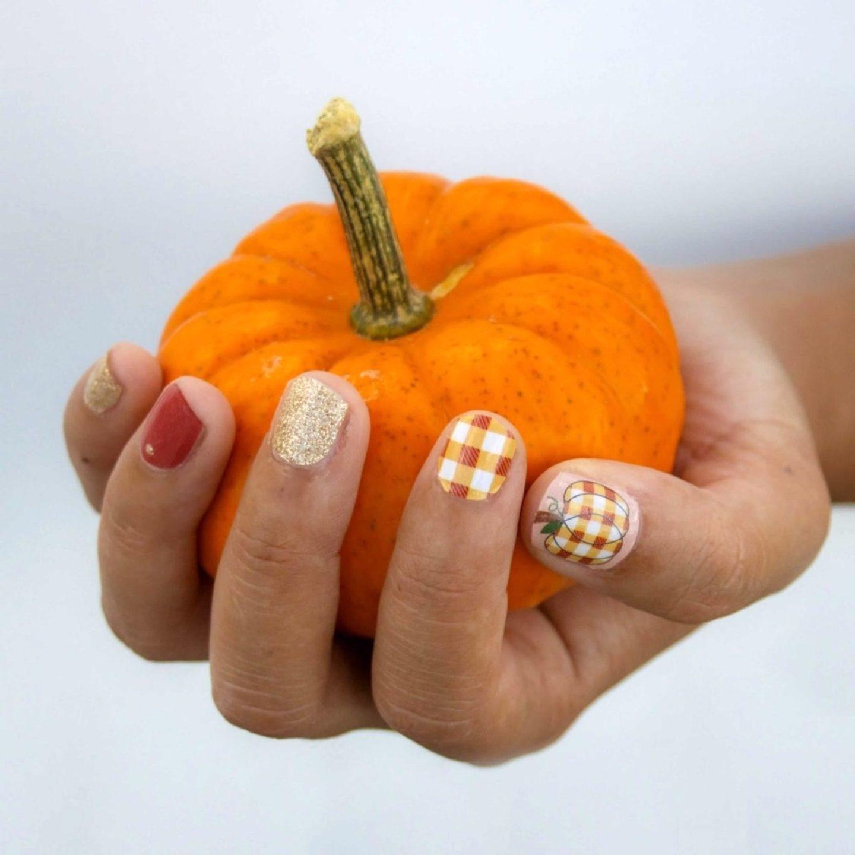Cute short pumpkin plaid nails for fall