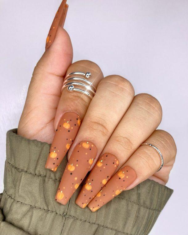 Cute matte brown coffin nails with pumpkin nail art